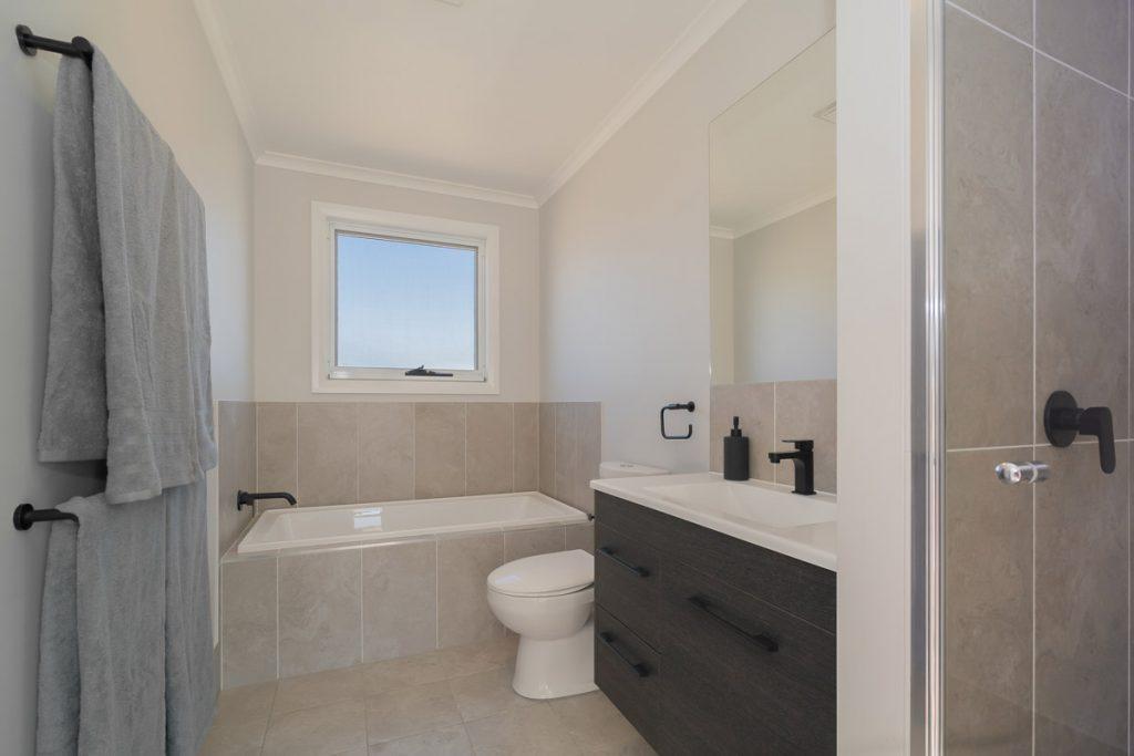 Cookes Hill Bathroom Display Home Armidale